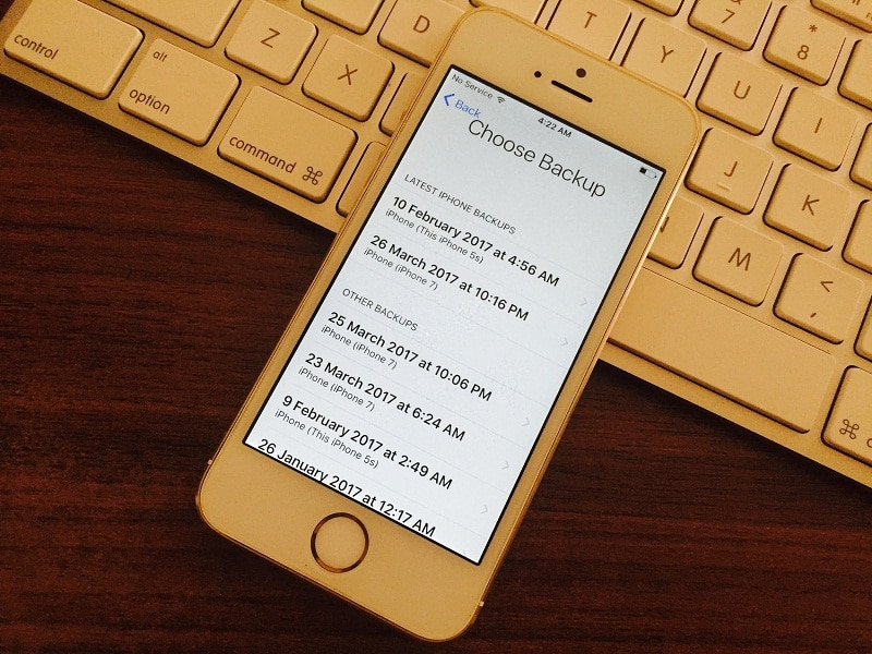 8 list of old backups on iCloud and restore it