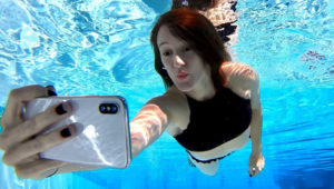 Can You take pictures Underwater with the iPhone XS Max/XS/XR? You Need to Know before take your Phone underwater
